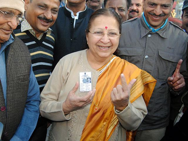 Lok-Sabha-Speaker-Sumitra-Mahajan-casts-her-vote-at-Manishpuri-in-Indore-on-Saturday-Arun-Mondhe-HT-photo