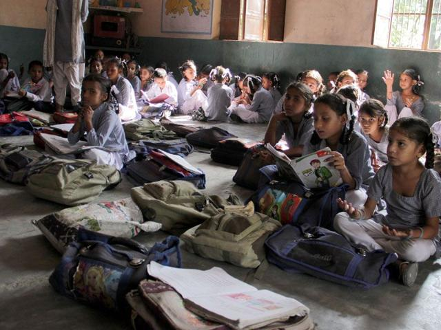Aided schoolteachers without salaries, union submits memo