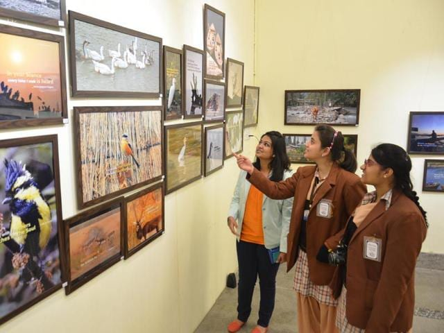 Students-having-a-look-at-the-Exhibition-HT