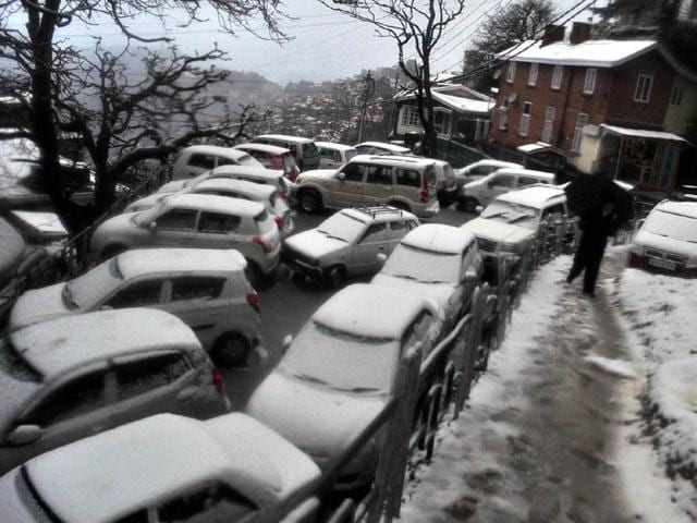 Vehicles-covered-with-snow-after-fresh-spell-of-snowfall-in-Shimla-Santosh-Rawat-HT