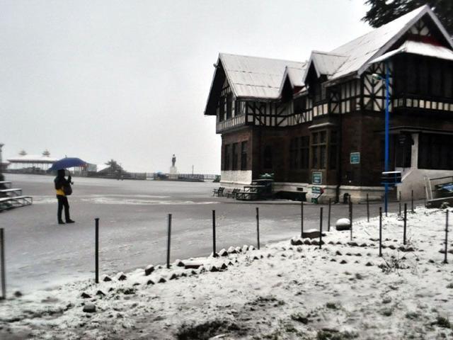 Snow, rain hit life; Shimla schools shut for two days
