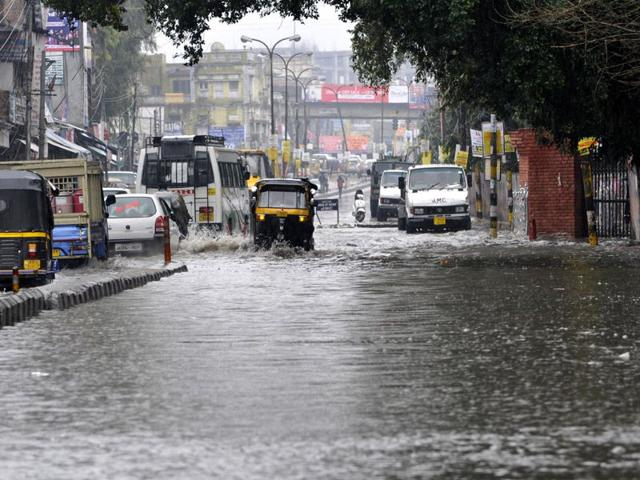 Vehicles-moving-through-a-flooded-road-during-the-rainfall-in-Jammu-Nitin-Kanotra-HT