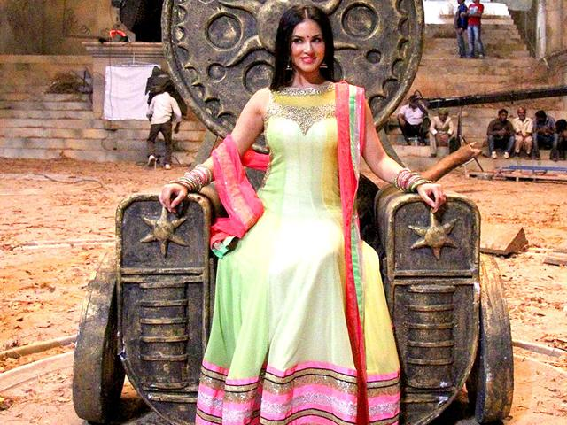 Actor-Sunny-Leone-interacts-with-the-media-on-the-sets-of-film-Leela-in-Mumbai-on-Tuesday-PTI