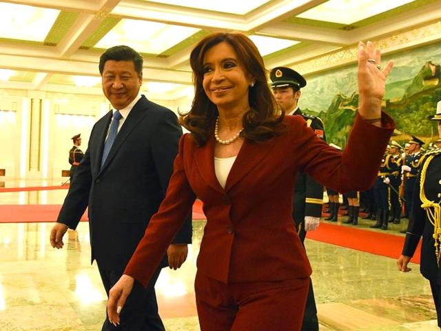 Argentine-President-Cristina-Kirchner-C-waves-as-Chinese-President-Xi-Jinping-L-accompanies-her-during-the-welcoming-ceremony-at-the-Great-Hall-of-the-People-in-Beijing-on-February-4-2015