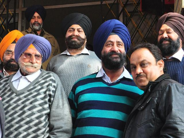 BJP-councillor-Satish-Kainth-right-with-Charanjit-Singh-Kohli-centre-after-settling-the-matter-at-Sector-31-police-station-in-Chandigarh-on-February