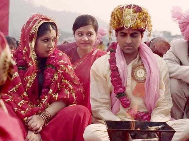 Bhumi-Pednekar-and-Ayushmann-Khurrana-in-a-still-from-Maneesh-Sharma-s-Dum-Laga-Ke-Haisha