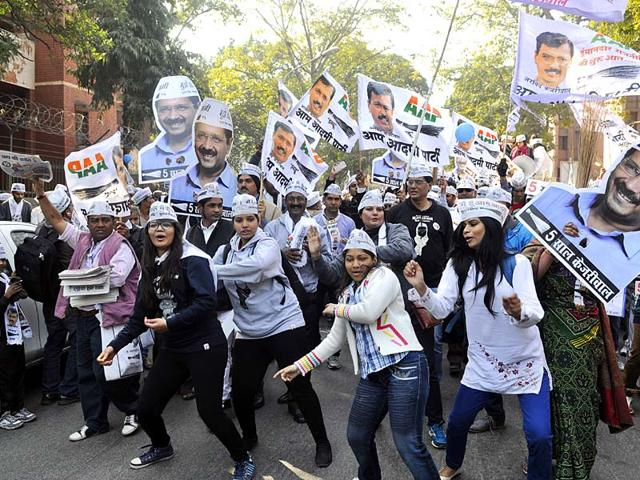 AAP-supporters-during-party-convener-and-New-Delhi-chief-ministerial-candidate-Arvind-Kejriwal-s-last-day-of-campaigning-at-his-constituency-in-Panchkuian-Road-New-Delhi-Sushil-Kumar-HT-photo