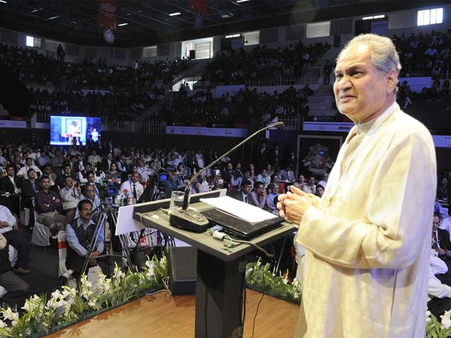 Industrialist-Rahul-Bajaj-addressing-the-gathering-at-the-24th-Indore-Management-Association-international-conclave-in-Indore-on-Friday-Arun-Mondhe-HT-photo