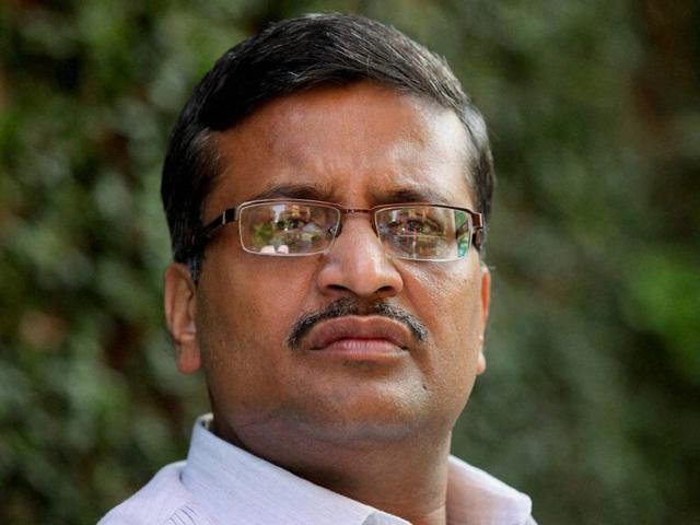 Anil Vij keeps Khemka issue alive, wants him in his team