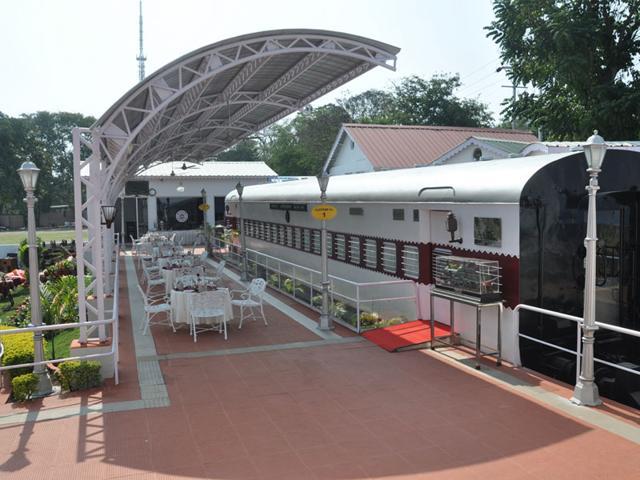 Madhya-Pradesh-s-only-rail-coach-restaurant-at-Hotel-Ashoka-Lakeview-in-Bhopal-HT-photo