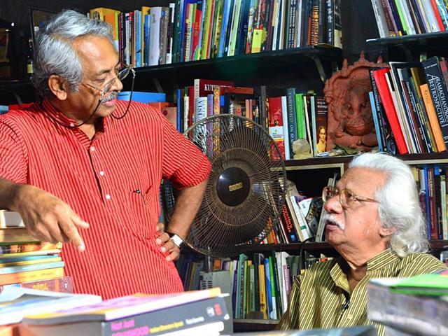 Adoor-Gopalakrishnan-and-Girish-Kasaravalli-Photo-Amit-Agarwal