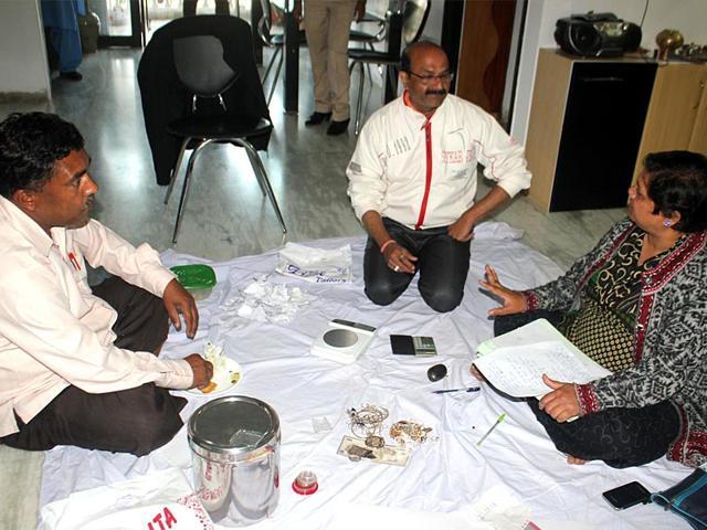 Lokayukta-officials-raid-junior-food-supply-officer-Ashwin-Nayak-s-residence-in-Indore-HT-Photo