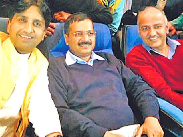 AAP-leader-Kumar-Vishwas-Arvind-Kejriwal-and-Manish-Sisodia-during-a-movie-show-on-Sunday-in-New-Delhi