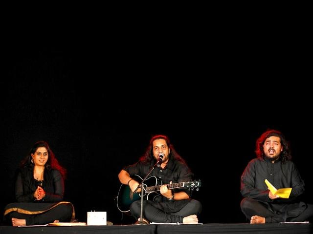 Priyanka-Patel-Anurag-Dondiyal-and-Satchit-Puranik-of-Sounds-of-the-Sufis-a-three-hour-show-that-featured-conversations-perform-at-the-ongoing-HT-Kala-Ghoda-Arts-Festival-in-Mumbai-Anshuman-Poyrekar-HT-photo