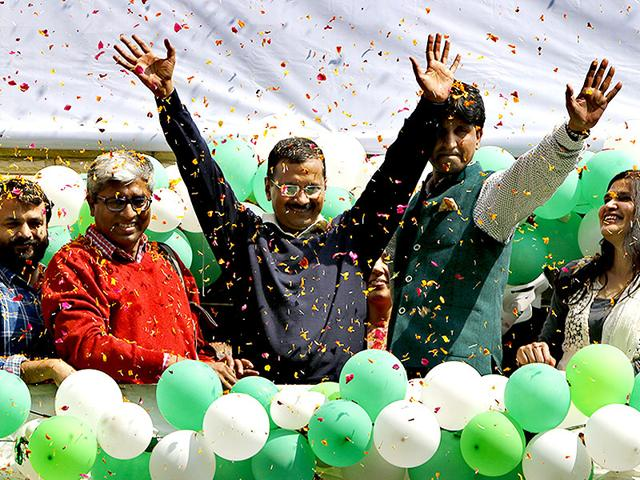 AAP-s-chief-ministerial-candidate-Arvind-Kejriwal-C-addresses-his-supporters-in-New-Delhi-Photo-by-Arun-Sharma-Hindustan-Times