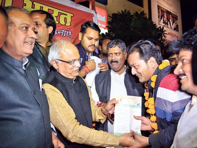 BJP-national-vice-president-and-state-in-charge-Vinay-Sahasrabuddhe-distributes-party-membership-certificates-at-DB-Mall-in-Bhopal-on-Monday-Mujeeb-Faruqui-HT-photo