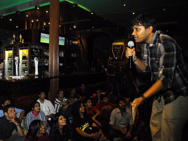 Stand-up-comedian-performs-at-the-Irish-house-during-the-HT-Kala-Ghoda-Arts-Festival-in-Mumbai-Prodip-Guha-HT-photo