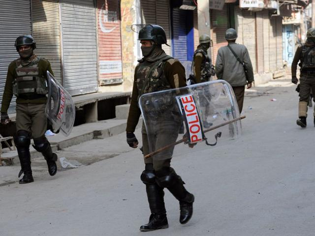 Shutdown affects life in Kashmir Valley