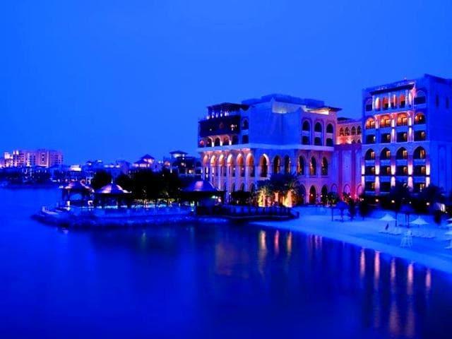 Abu-Dhabi-Shangri-La-Hotel-Qaryat-Al-Beri-launches-extravagent-package-for-V-Day-AFP