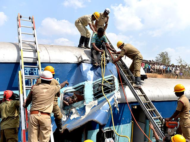 Crowds-watch-as-firefighters-attempt-to-retrieve-the-bodies-of-victims-from-the-Bangalore-Ernakulam-train-AFP-photo