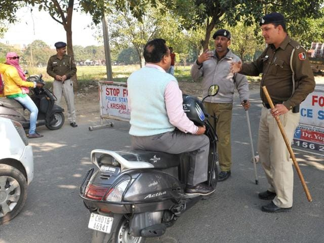 Chandigarh,18 police personnel,robbery complaint