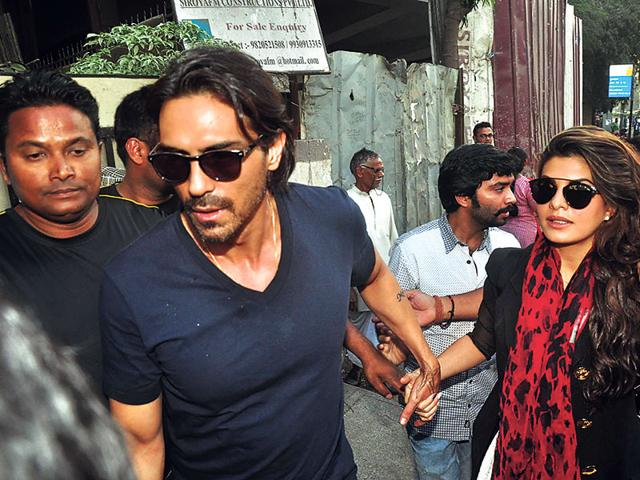 Arjun Rampal was seen guiding Jacqueline Fernandez into an event's venue. (Photo: Viral Bhayani)