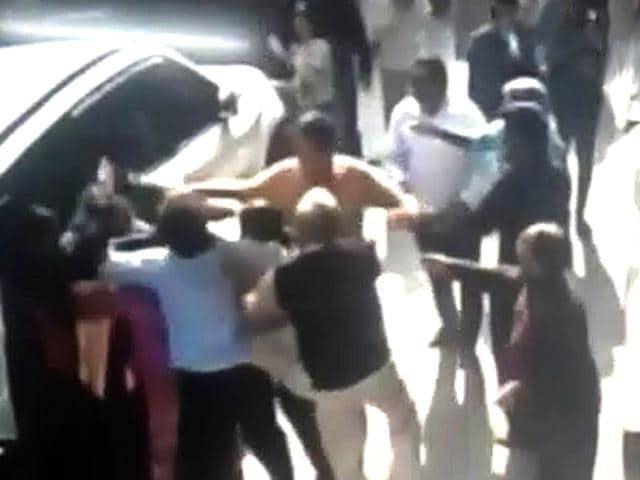 delhi parking woes,clash over parking,south delhi