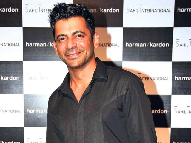 Sunil-Grover-plays-a-negative-role-in-Gabbar-Is-Back