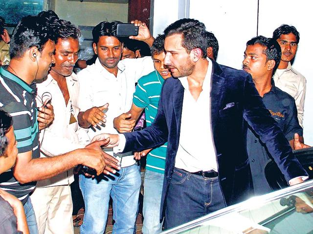 Saif Ali Khan hounded by bystanders for handshakes and photographs. (Photos: Yogen Shah)
