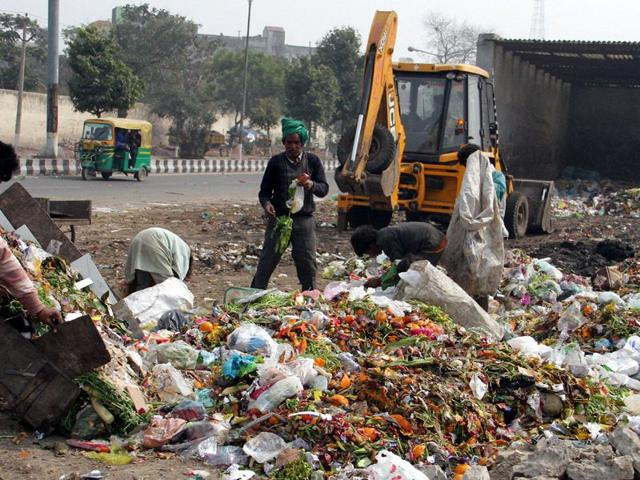 Garbage-strewn-in-the-open-near-Dugri-Road