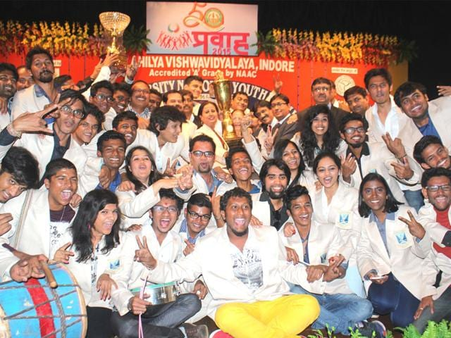Students-of-the-University-of-Mumbai-pose-with-the-overall-championship-trophy-during-the-valedictory-function-on-the-final-day-of-the-Inter-university-National-Youth-Festival-at-DAVV-in-Indore-on-Monday-HT-photo