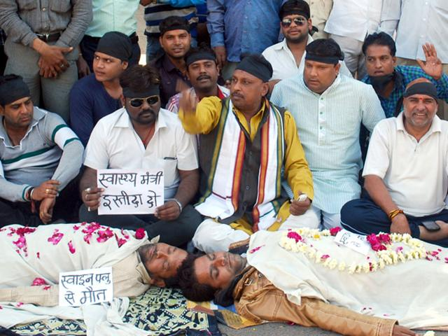 Congress-members-stage-a-demonstration-at-MTH-Compound-in-Indore-Shankar-Mourya-HT-photo