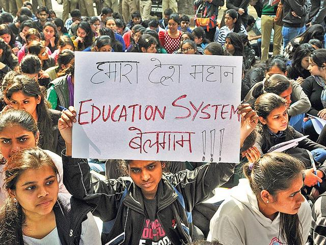 Students-protesting-at-Jantar-Mantar-on-February-12-2015-demanding-ACITE-approval-for-DU-s-BTech-courses