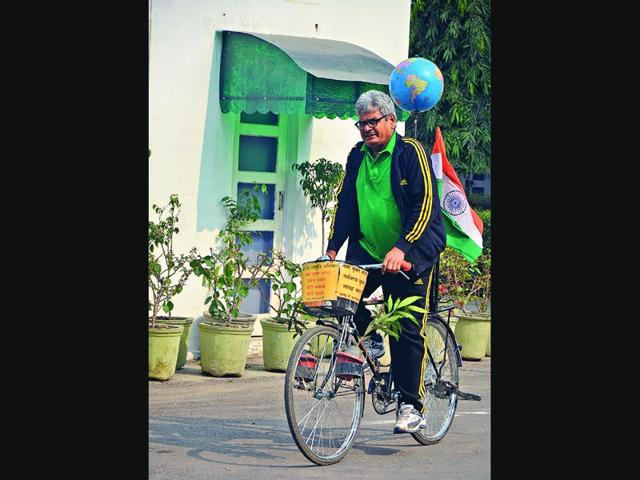 Hira-Lal-Yadav-on-his-bicycle-in-Ambala-on-Tuesday-HT-Photo
