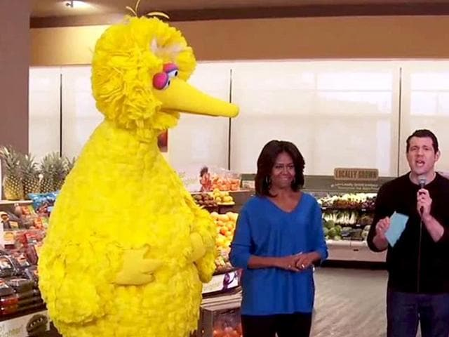 Michelle-Michelle-Obama-brought-out-her-fun-side-on-Billy-On-The-Street-with-Big-Bird-and-Elena-YouTube-grab
