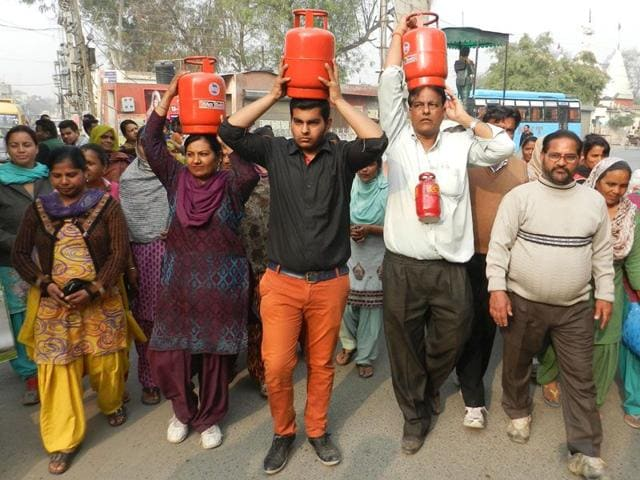 Vijay-Sharma-second-from-right-his-wife-Shama-Rani-and-son-Rahul-Sharma-who-are-contesting-on-the-poll-symbol-of-LPG-cylinder-canvassing-in-Bathinda-on-Wednesday-Kulbir-Beera-HT