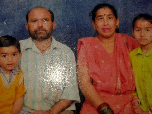Manohar-Lal-with-his-wife-Rajni-son-Tushar-and-daughter-Shaili-HT-Photo