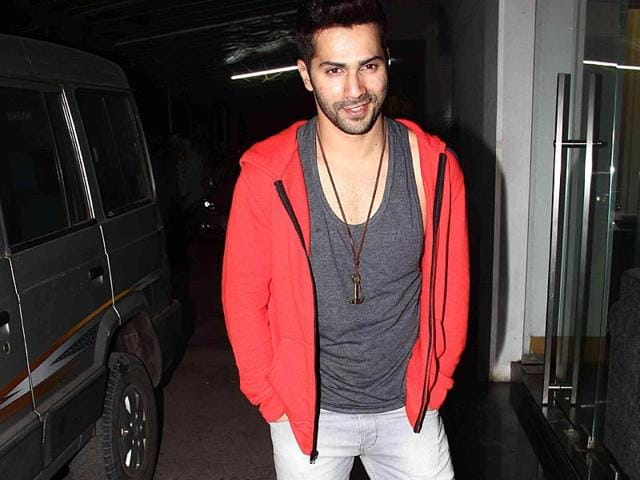 That-s-getting-starry-Varun-Dhawan-during-the-Celebrity-Cricket-League-CCL-season-five-in-Mumbai-on-January-10-2015-AFP-Photo