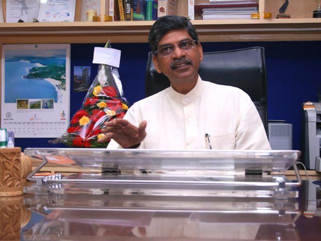 Governor asks Rajan Welukar to get back as Mumbai University V-C