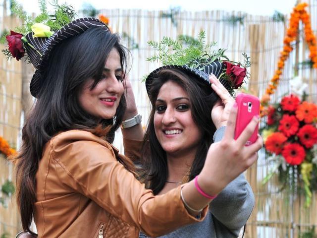 Girls-posing-for-a-selfie-during-Rose-festival-at-Rose-garden-in-sector-16-Chandigarh-Ravi-kumar-HT