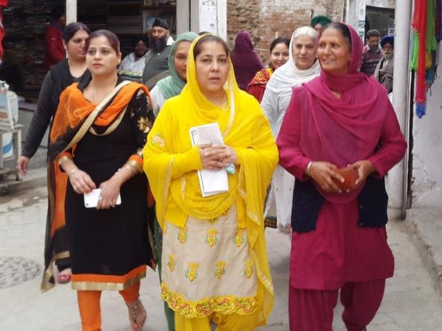 Shiromani-Akali-Dal-candidate-from-ward-number-3-Anandpur-Sahib-Manpreet-Kaur-Arora-centre-campaigning-in-her-ward-on-Friday-HT-PHOTO