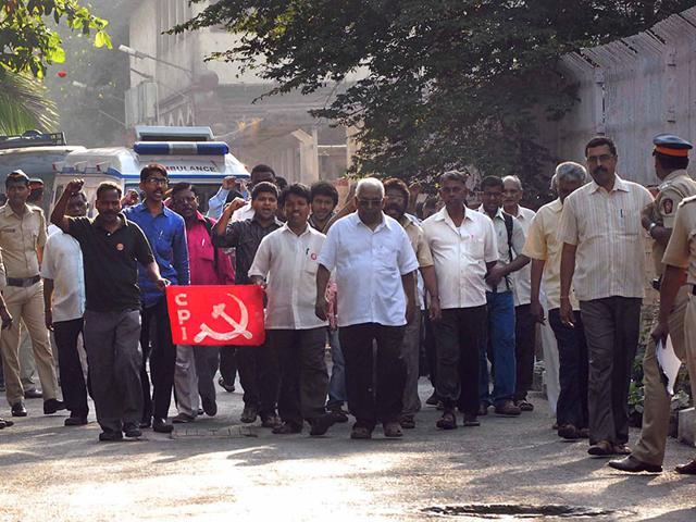 CPI-workers-protest-against-the-killing-of-communist-leader-Govind-Pansare-in-Mumbai-HT-Photo
