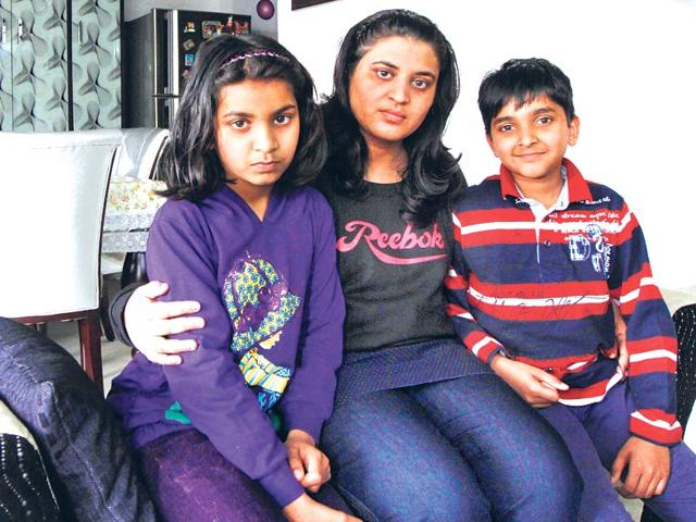 After-battling-swine-flu-in-a-Noida-hospital-a-relieved-Anjali-Agarwal-returned-home-last-week-to-her-nine-year-old-twins-Virendra-Singh-Gosain-HT-Photo