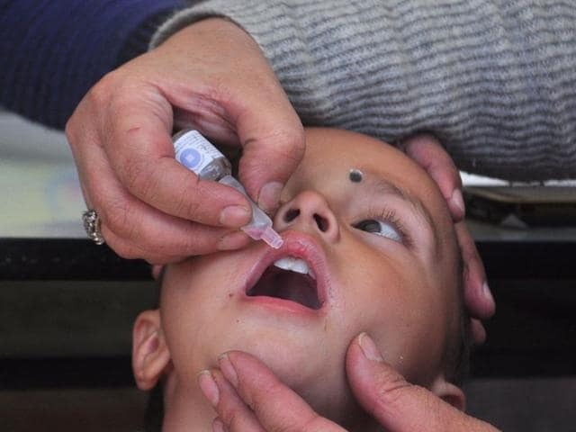 A medical staff administers polio drops at polio eradication campaign in Shimla. Santosh Rawat/HT