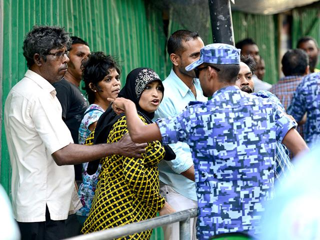 Supporters-of-former-Maldivian-president-Mohamed-Nasheed-argue-with-security-personnel-in-Male-after-Nasheed-s-arrest-AFP-photo