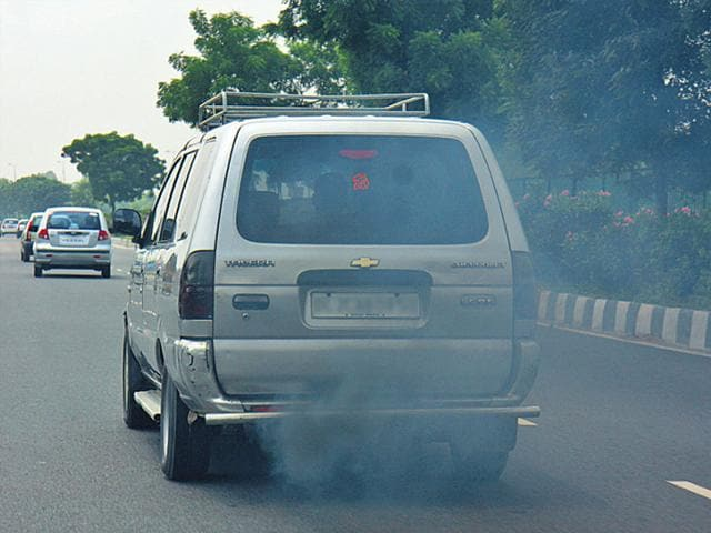 CSE-found-that-people-in-Delhi-were-exposed-to-2-4-times-higher-levels-of-toxic-air-while-travelling-in-public-transport-HT-photo-Ronjoy-Gogoi