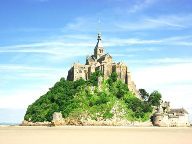 mont saint michel,tide of the century,france tidal waves