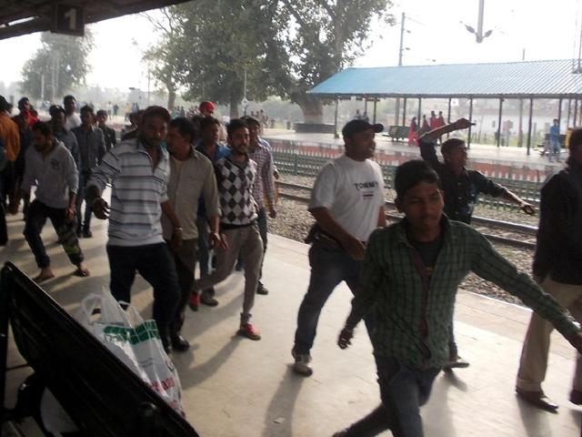 Protesters-raising-slogans-against-the-Government-Railway-Police-at-the-railway-station-in-Phagwara-HT-Photo