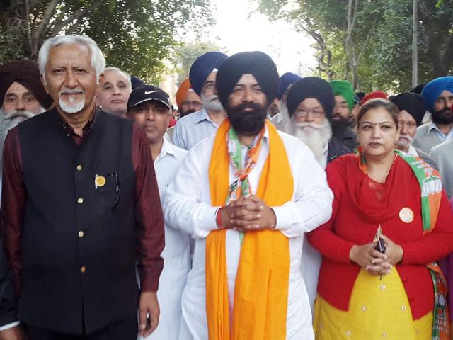 While-the-SAD-BJP-alliance-is-contesting-polls-on-the-agenda-of-the-development-Congress-and-Independent-candidates-are-seeking-votes-by-highlighting-negatives-of-the-ruling-alliance-HT-Photo