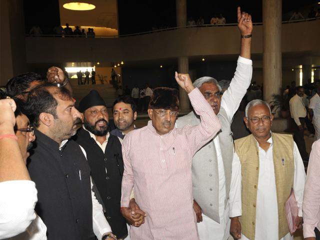 Leader-of-opposition-in-the-MP-assembly-Satyadev-Katare-along-with-Congress-MLAs-demands-chief-minister-Shivraj-Singh-Chouhan-s-resignation-in-Bhopal-on-Monday